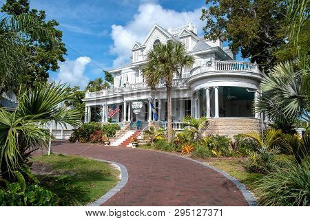 Key West, Florida / Usa - March 13, 2019: Front View Of Vintage Curry Mansion Inn With Brick Drivewa