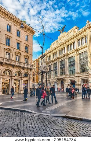 Rome - November 18: An Ordinary Day In The Famous Via Condotti, Busy And Fashionable Street Of Rome,