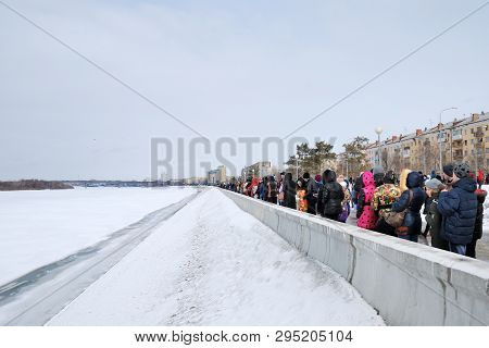 Omsk, Russia - 19 March, 2016: Spectators Watching Airshow On The Embankment Of The River Irtysh In