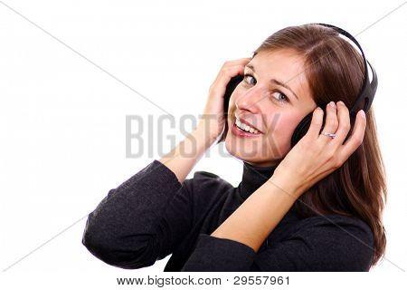 Isoliert lächelnd junges Mädchen Musik hören