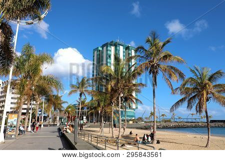 Lanzarote, Spain - April 20, 2018: Beach And Palm Trees In Front Of Five Stars Hotel In Arrecife Wit
