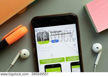 New York, United States - 7 November 2020: Kindergeld Auszahlungstermine App Store Logo On Phone Scr