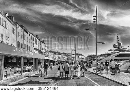 Saint-tropez, France - August 16: Walking In The Old Harbor Of Saint-tropez, Cote D'azur, France, Au