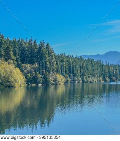 Beautiful View Of Lake Easton In The Cascades Mountains Of The Pacific Northwest, Washington