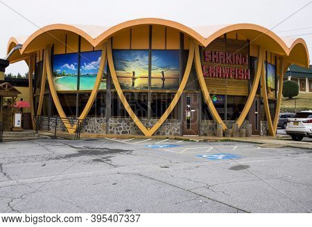 Gwinnett County, Ga / Usa - 02 19 20: A Closed Burlington Store At The Doraville Mall