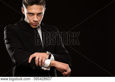 Profesional Bodyguard Wearing Black Suit And Tie Rolling Up His Sleeves Aggressively Preparing To Fi