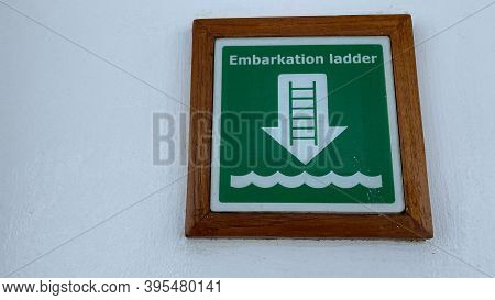 Ft. Lauderdale,fl Usa - November 1, 2019: A  Green And White Sign The Tells Cruise Ship Passengers W