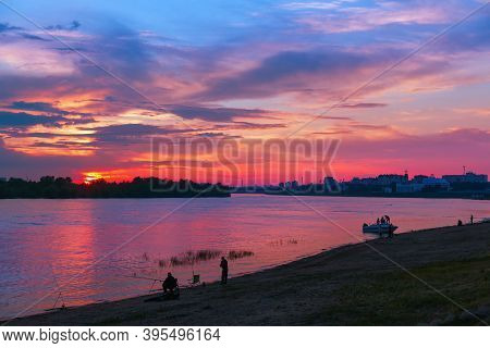 Beautiful Bright Sunset Over The River Irtysh In The City Of Omsk, Siberia, Russia. Cityscape At Sun