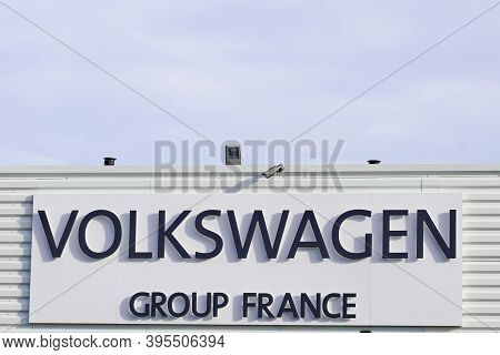Bordeaux , Aquitaine / France - 11 11 2020 : Volkswagen Group France Logo And Text Sign Front Of Off