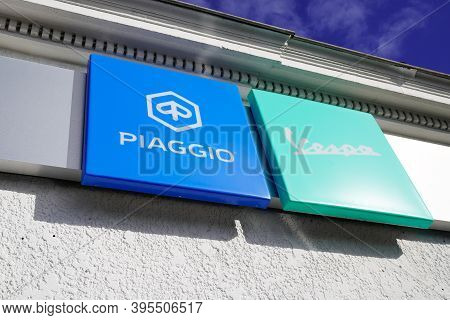 Bordeaux , Aquitaine / France - 11 11 2020 : Piaggio And Vespa Dealership Sign Text And Logo Front O