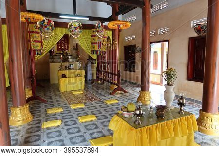 Hoi An, Vietnam, November 19, 2020: A Woman In One Of The Worship Rooms Of The Cao Dai Temple In Hoi