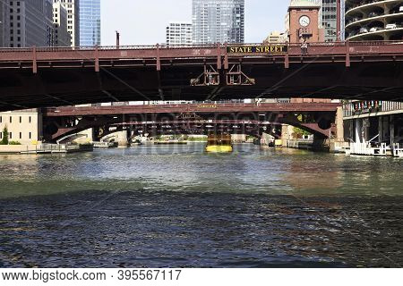 Chicago, Usa - July 25, 2016: View Under The Drawbridges Of The Chicago River