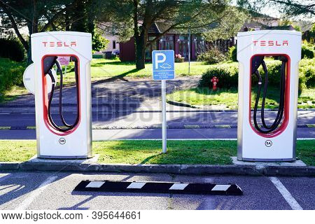Bordeaux , Aquitaine / France - 11 11 2020 : Tesla Supercharger Car Station Point Fast-charged For A