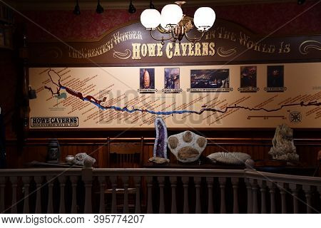 Howes Cave, Ny - Jul 25: Howe Caverns In Upstate New York, As Seen On July 25, 2020. It Is The Secon