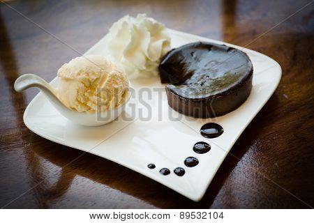 Chocolate Acake Nd Vanilla Ice Cream