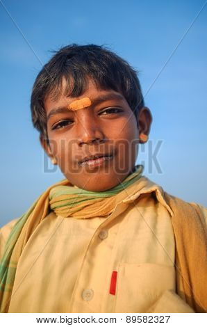 KAMALAPURAM, INDIA - 03 FEBRUARY: Young Indian pilgrim with scarf and bindi on hilltop