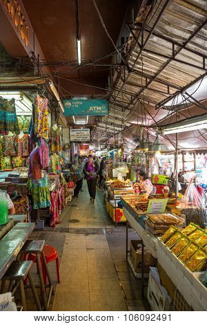 HAT YAI, SONGKHLA, THAILAND - SEP 20 : Unidentified tourists are shopping at Kim Yong market Hat Yai southern of Thailand. Kim Yong Market is a local market in the downtown of Hat Yai city.