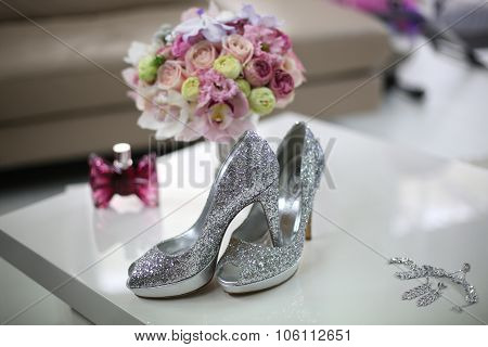 Elegant Bride's Shoes With Glitter