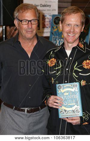 LOS ANGELES - OCT 27:  Kevin Costner, Rick Ross at the Kevin Costner Signs