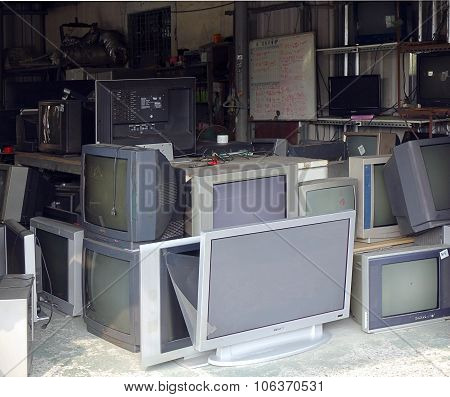 Fixing And Recycling Old Televisions