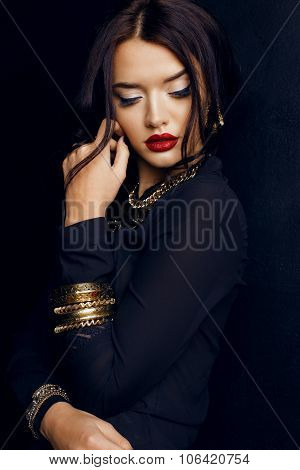 Gorgeous Woman With Dark Hair And Bright Makeup With Luxurious Bijou