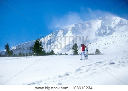 Snowboarder on the lope ready for action
