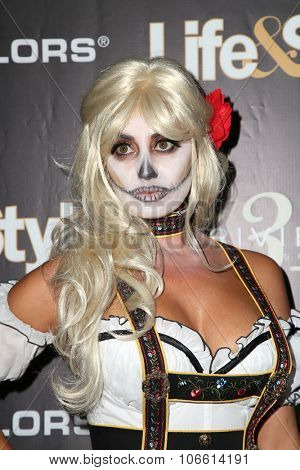 LOS ANGELES - OCT 29:  Lizzie Rovsek at the Life & Style Weekly's