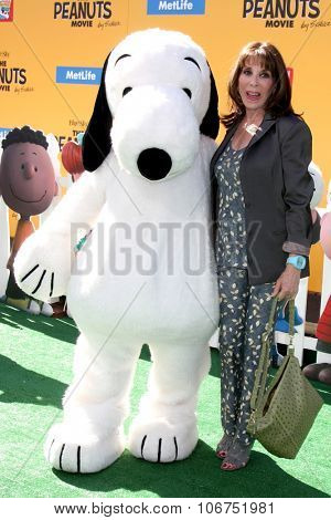 LOS ANGELES - NOV 1:  Snoopy, Kate Linder at the