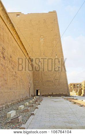 Visiting Horus Temple