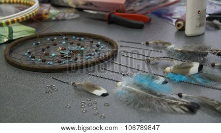 process of creating a dreamcatcher