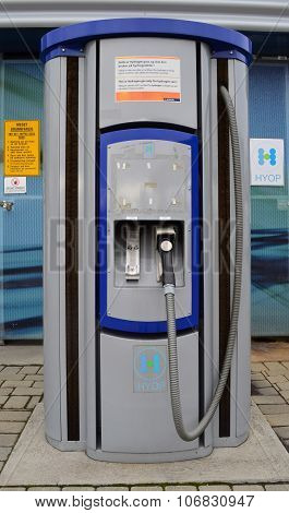 Hydrogen gas filling station