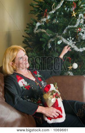Sandy! Please Decorate The Tree! 6
