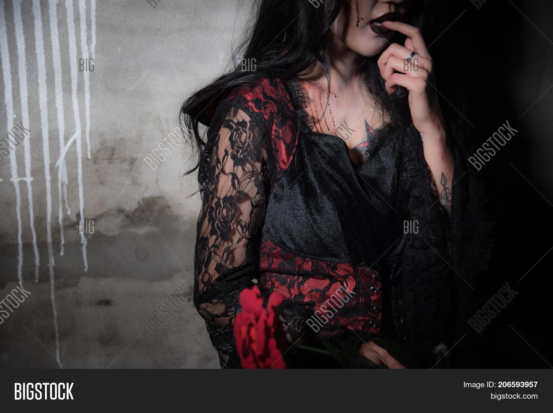 sexy-horror-girl-switzerland-babes