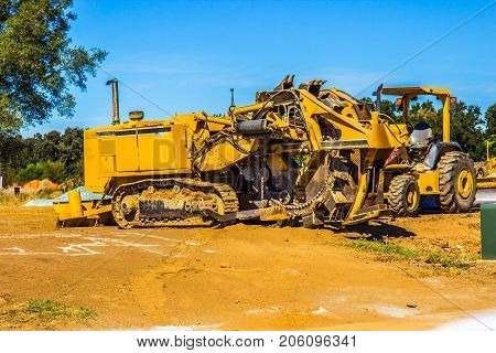 Heavy Duty Yellow Ditch Digging Equipment Used For Construction