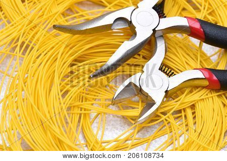 Tool and cable used in electrical home installations