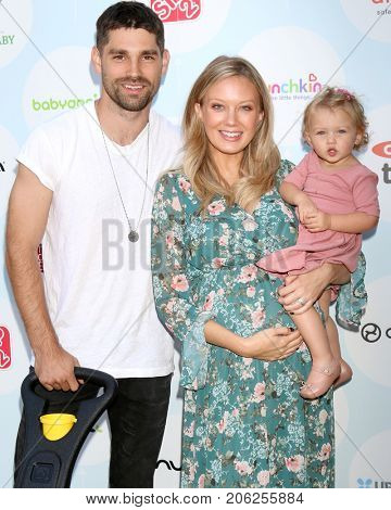 LOS ANGELES - SEP 23:  Justin Gaston, Melissa Ordway, Olivia Gaston at the 6th Annual Red CARpet Safety Awareness Event at the Sony Pictures Studio on September 23, 2017 in Culver City, CA