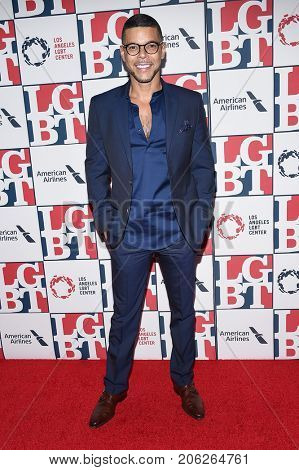 LOS ANGELES - SEP 24:  Wilson Cruz arrives for the LGBT Center's Vanguard Awards 2017 on September 24, 2017 in Beverly Hills, CA