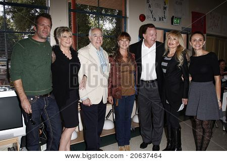 LOS ANGELES - NOV 18:  Thomas Jane, Dr Lois Lee, Richard Rosenzweig, Kathleen Quinlan, David Snowden, Dyan Cannon, Emily Lynch at 'Hero of the Hearts' award from Children of the Night on November 18,
