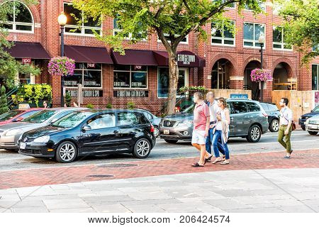 Washington Dc, Usa - August 4, 2017: People Walking On Sidewalk By Cars And Georgetown Salon And Spa
