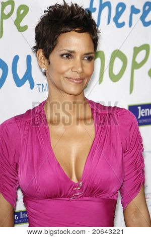 BEVERLY HILLS - APR 17: Halle Berry at the Silver Rose Awards Gala held at the Beverly Hills Hotel, Beverly Hills, California on April 17, 2011.