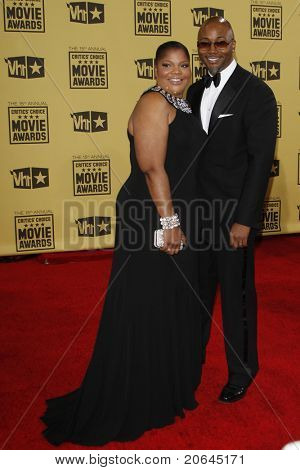 LOS ANGELES - JAN 15: Mo'Nique and husband Sidney Hicks at the 15th Annual Critics' Choice Movie Awards held at the Palladium in Los Angeles, California on January 15, 2010.