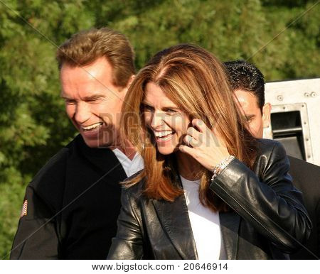 PLEASANTON, CA - OCT 4: Arnold Schwarzenegger, Maria Shriver at the CA Comeback Express Bus Tour in Pleasanton, CA on October 4, 2003.