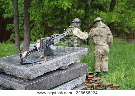 Two soldiers with a one machine gun