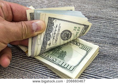 USA $ 100, hundreds of dollars pictures, counting money by hand, counting money by hand, counting money by hand,