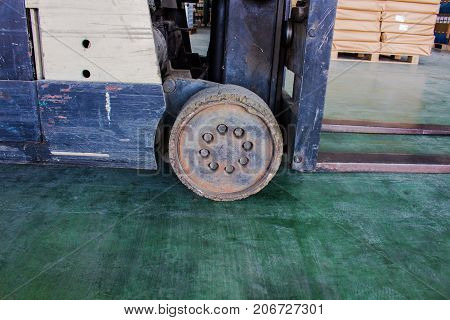 The old wheel of small forklift Must be fixed.