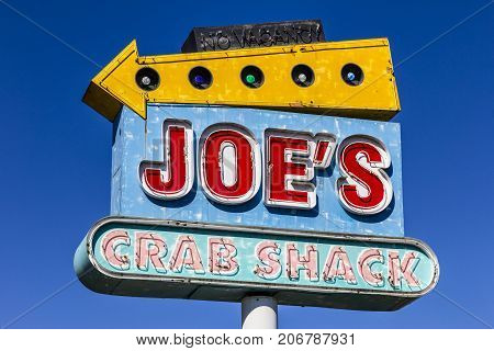Indianapolis - Circa September 2017: Joe's Crab Shack Signage. Joe's Crab Shack is a chain of beach-themed seafood casual dining restaurants owned by Landry's II