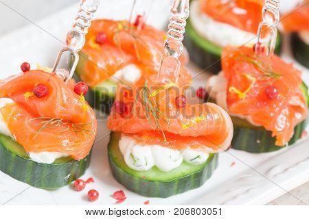 cucumber with dill cream cheese and smoked salmon appetizer for holiday party
