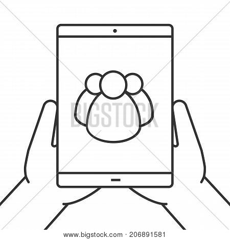 Hands holding tablet computer linear icon. Social networks. Thin line illustration. Tablet computer with group of people. Contour symbol. Vector isolated outline drawing