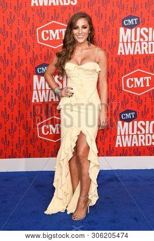 NASHVILLE - JUN 5: Tara Thompson attends the 2019 CMT Music Awards at Bridgestone Arena on June 5, 2019 in Nashville, Tennessee.