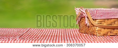 Picnic Basket Checkered With Picnic Tablecloth,picnic Basket Checkered With Picnic Tablecloth